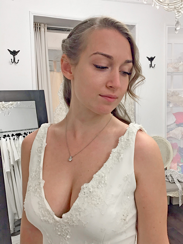 Peinado-semirecogido-novia-vestido-escote
