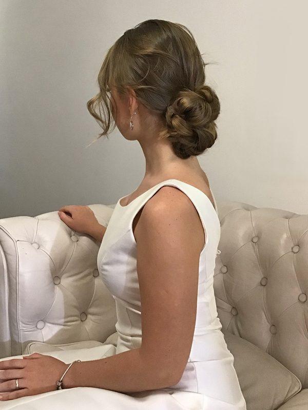 Moño-bajo-vestido-novia-escote